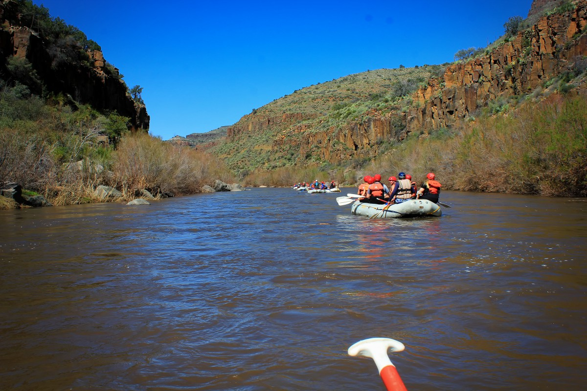 guided rafting trips down rogue river